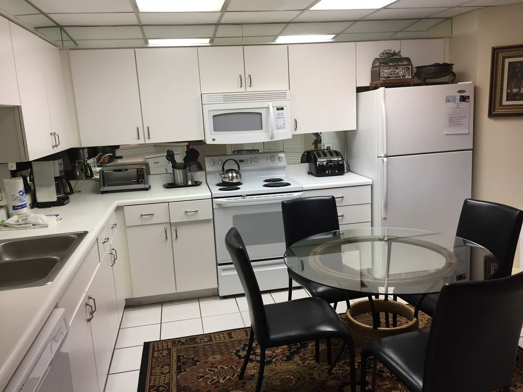 Full stocked Kitchen with Table seating for 4