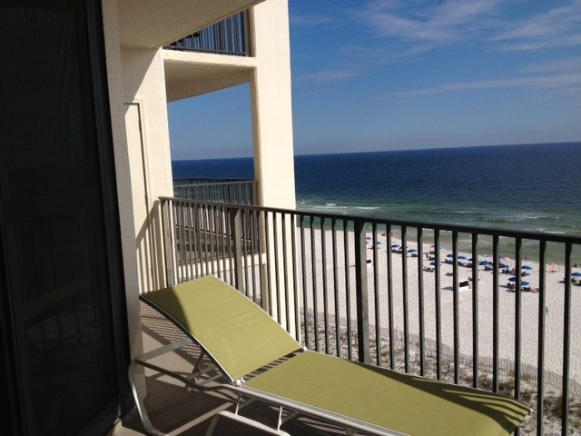 Balcony overlooking the white sandy beachs of Gulf of Mexico