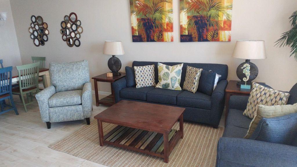 Phoenix X Gulf Front livingroom