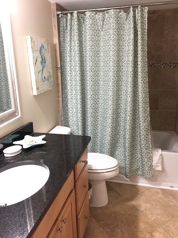 Romar Tower - guest bathroom