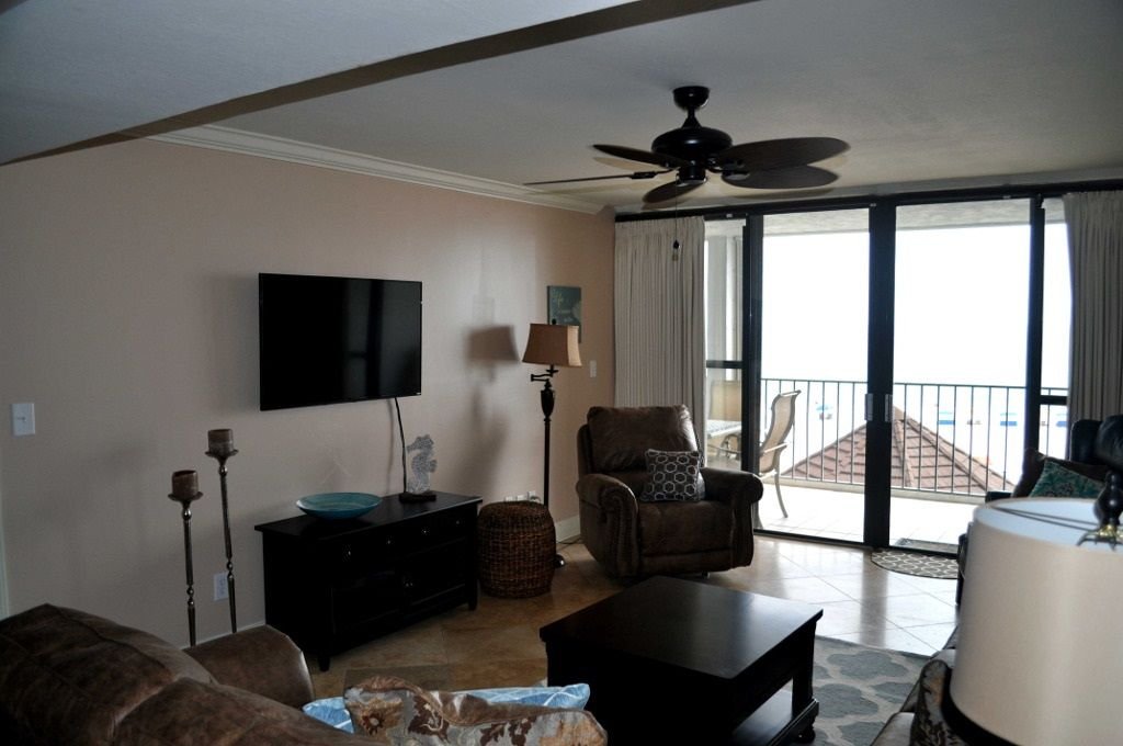 Romar Tower- Livingroom with doors opening into balcony