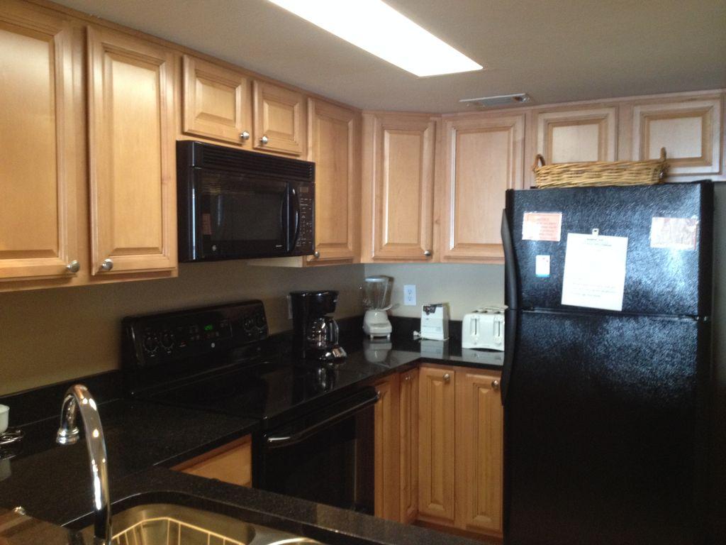 Romar Tower- Fully stocked kitchen