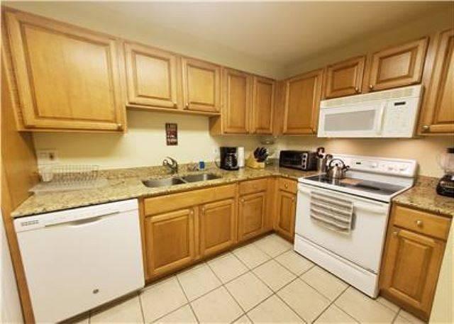 Unit D40 Kitchen alternate view