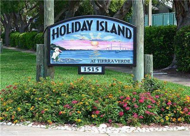 Holiday Island Sign