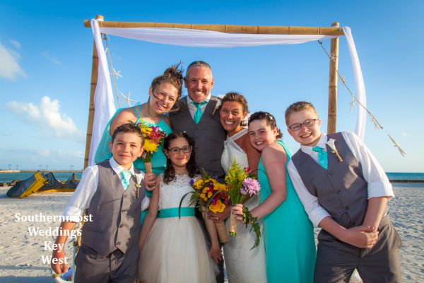 Wedding family gathers for photos after their Starfish Wedding by Southernmost Weddings