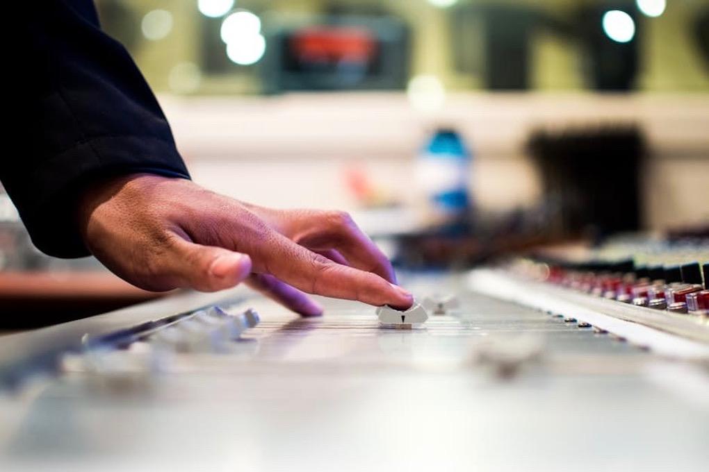 Wedding DJ using Mixer