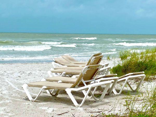 Beach sun bath