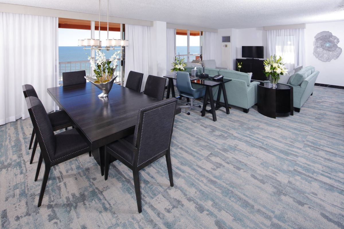 Perdido Beach Suite featuring a parlor