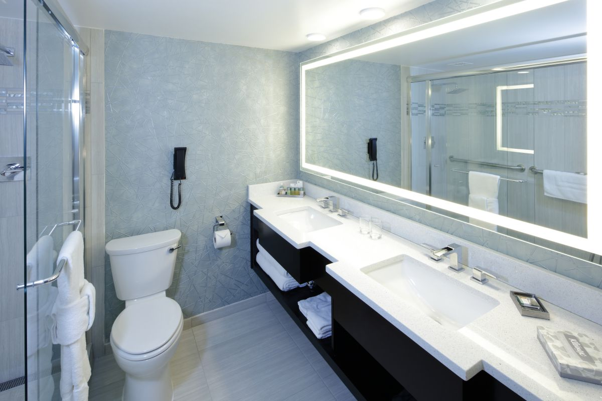 Executive Suite Club-level Luxury bathroom