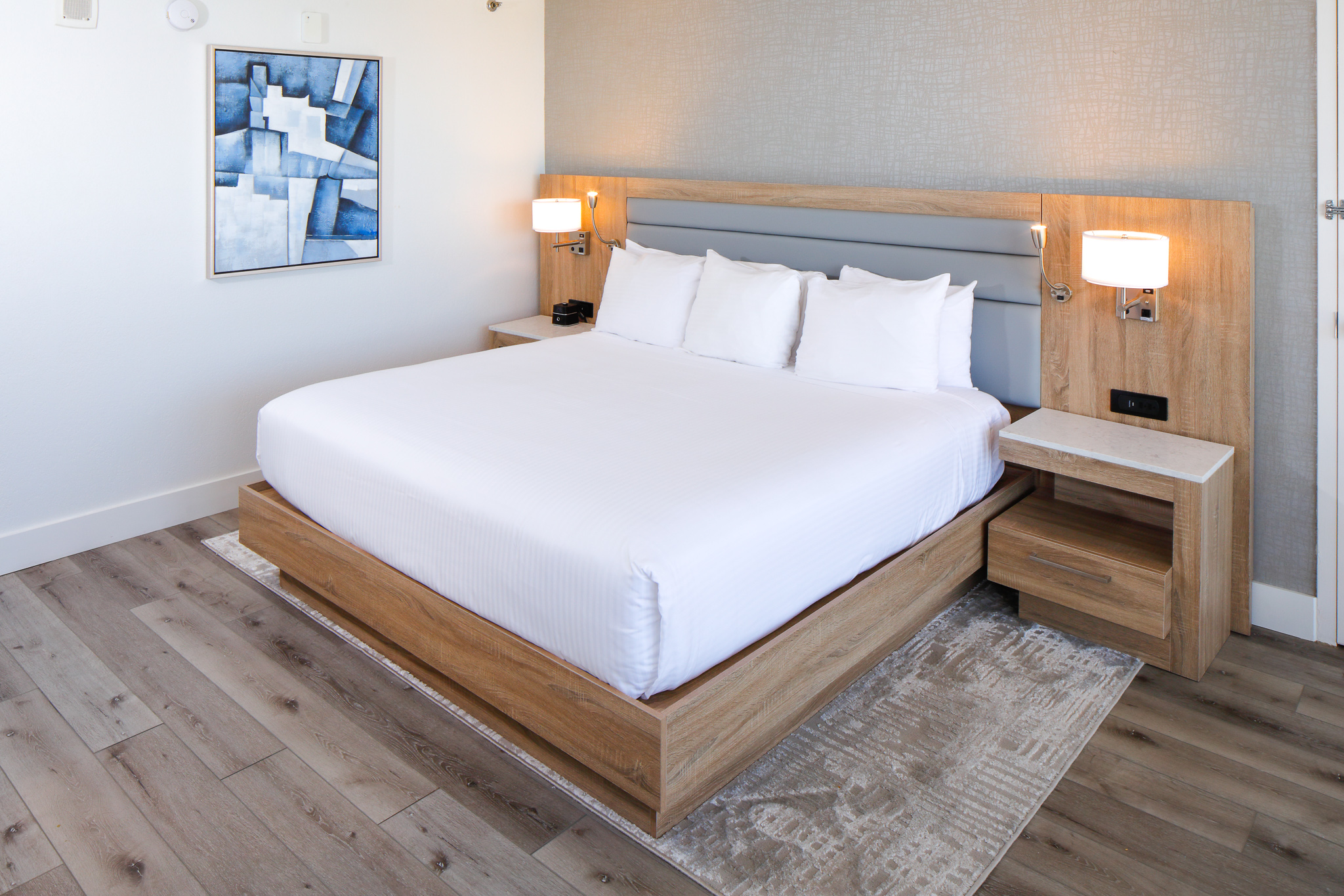 Perdido Beach Angle View Room featuring King Bed