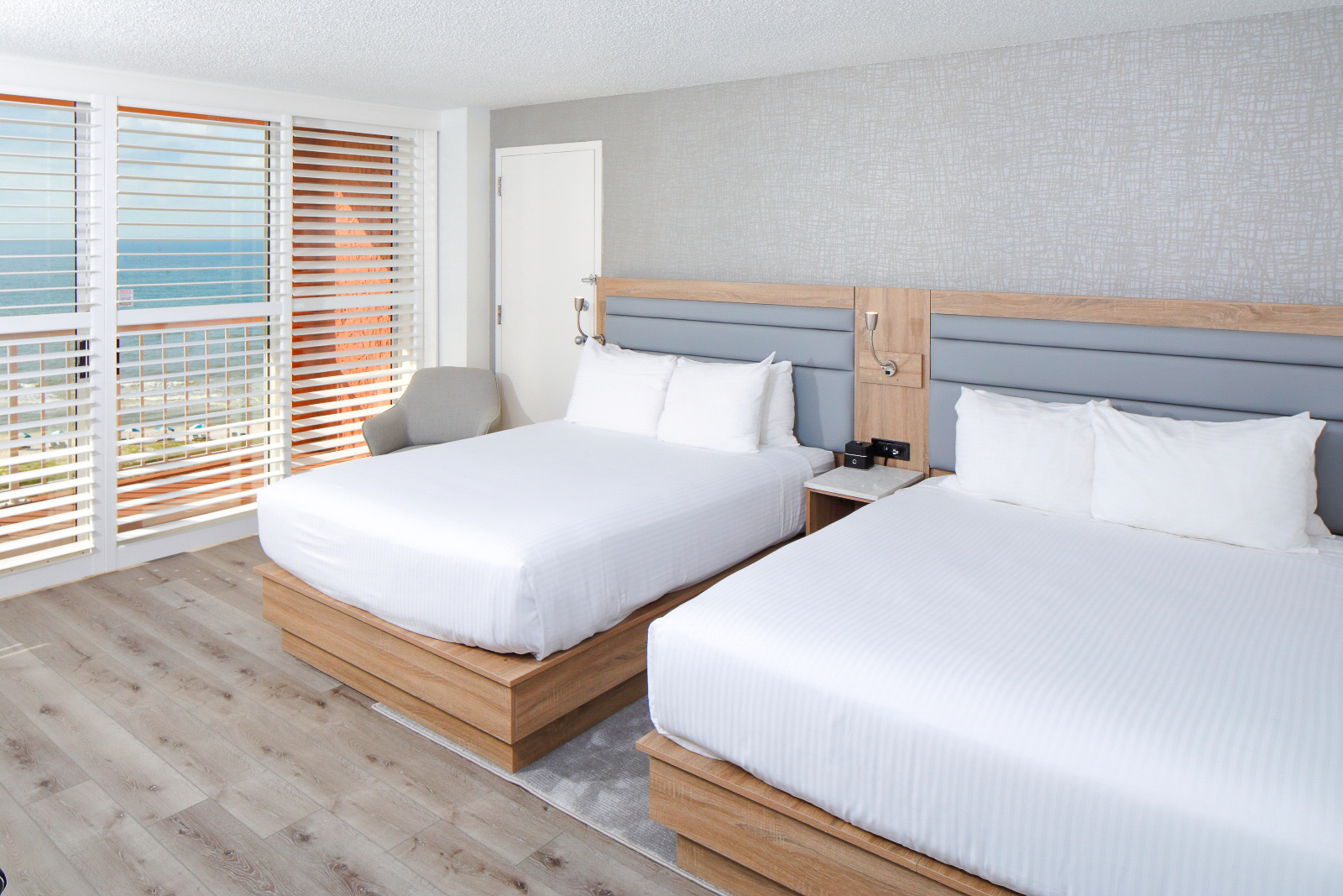 Gulf front queen suite with 2 beds