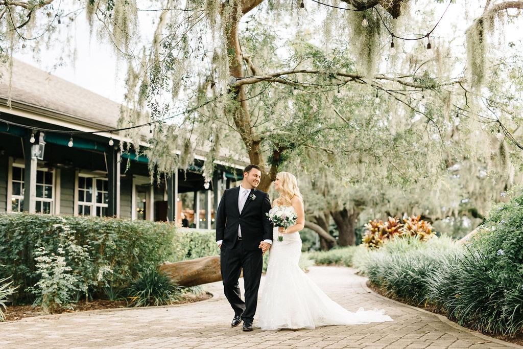 orlando wedding venue - dubsdread catering - couple love