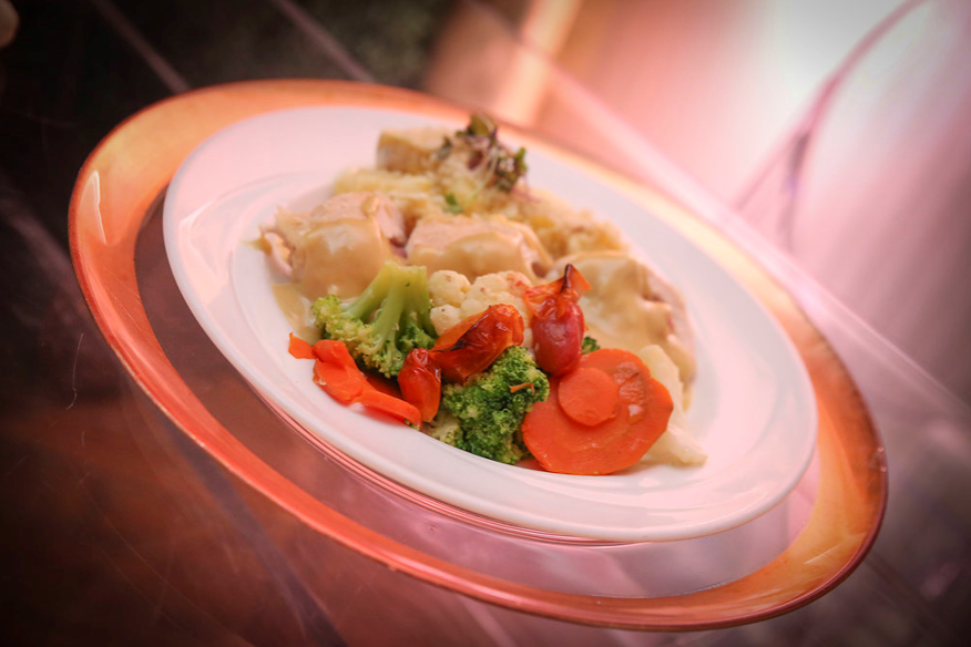 chicken, mashed potatoes and steamed vegetables
