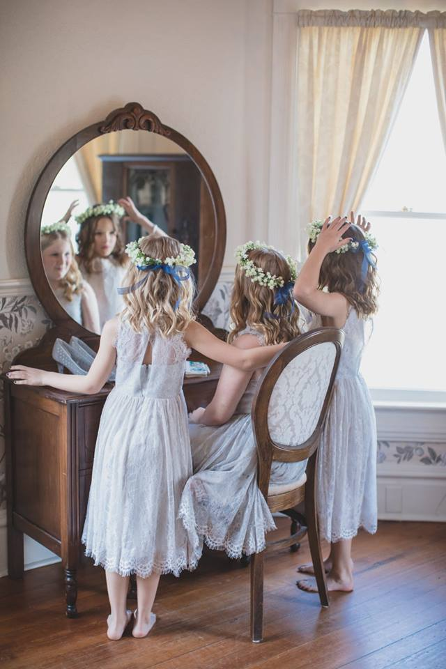 children looking in the mirror of the bridal suite