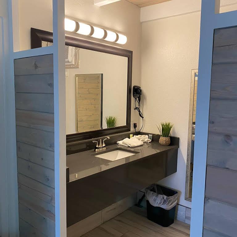 Gulf Coast Inn Bathroom Vanity