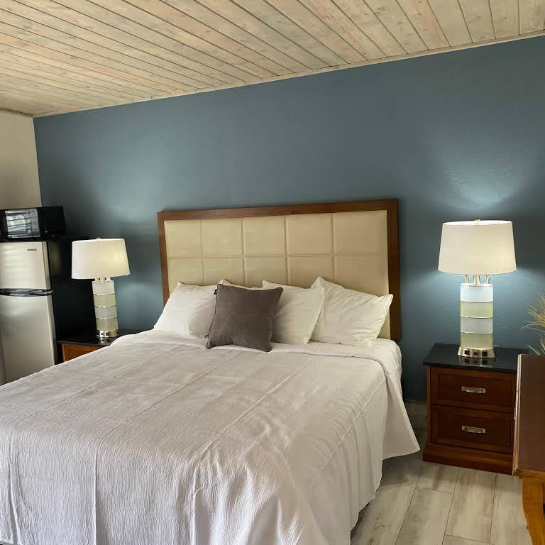 Gulf Coast Inn Bed