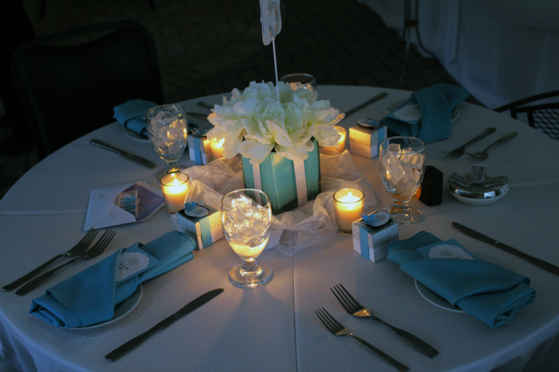 Wedding tables with candles and turquoise napkins