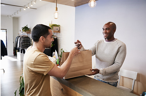 picture of retail store processing an instore credit card payment